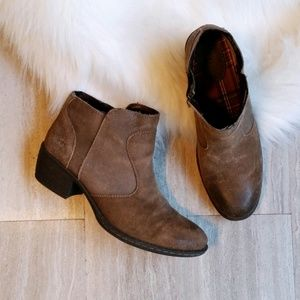 Born B.O.C. Brown Burnished Suede Ankle Boots - 9